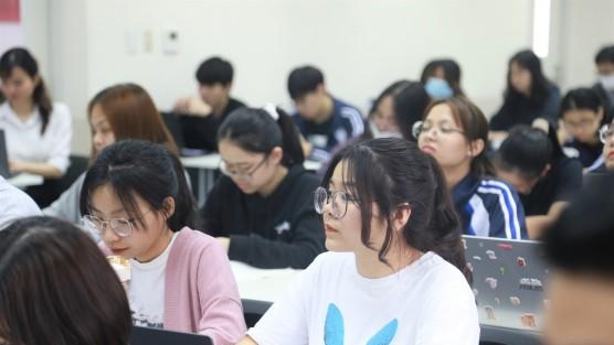 """""""Đầu tư Nhật Bản, Đầu tư Việt Nam - Vai trò của FDI"""" - Bài giảng của ông Mr. Takeo Nakajima, Trưởng đại diện JETRO tại Việt Nam"""