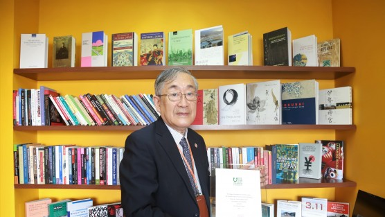 Quỹ Nippon tặng sách cho Trường ĐH Việt Nhật